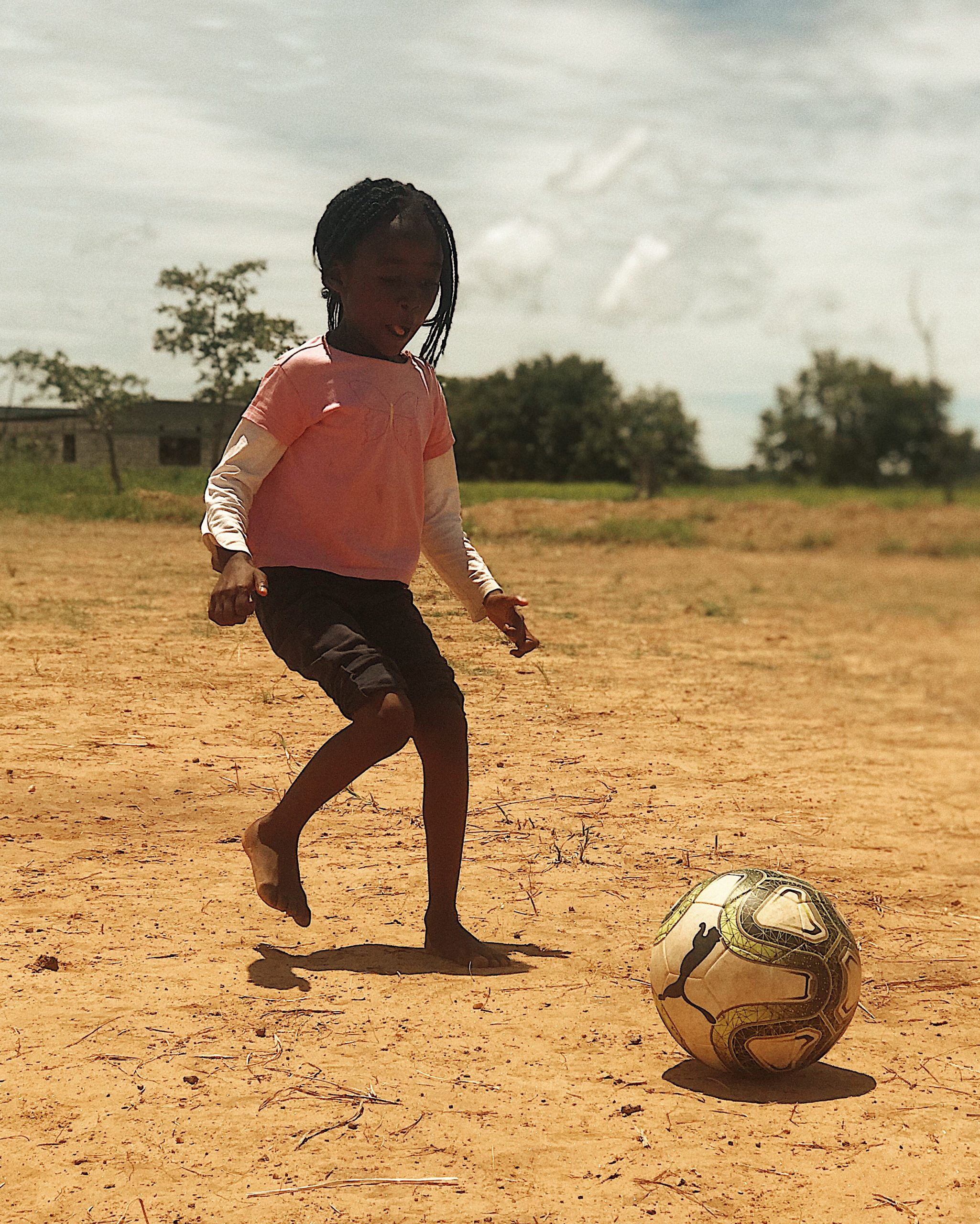 https://viceversaonline.nl/site/wp-content/uploads/2019/11/Little_Zambian_girl_playing_football-scaled.jpg